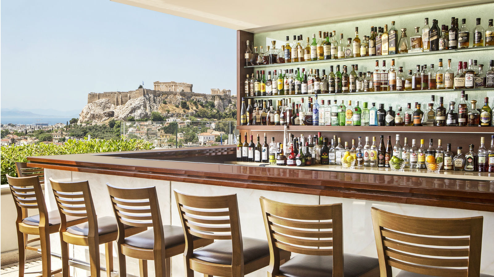 Acropolis view from the roof top gb roof garden bar at for Designhotel athen