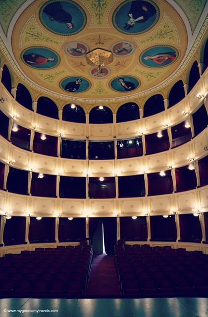 apollon theatre interior reds