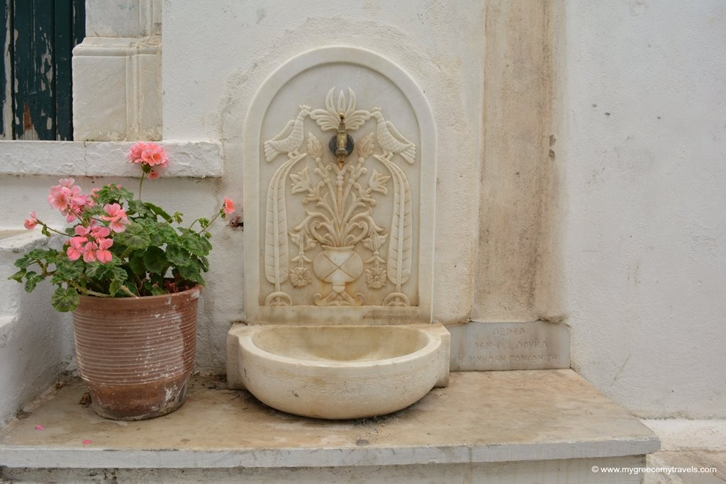 Marble village in Tinos: Pyrgos
