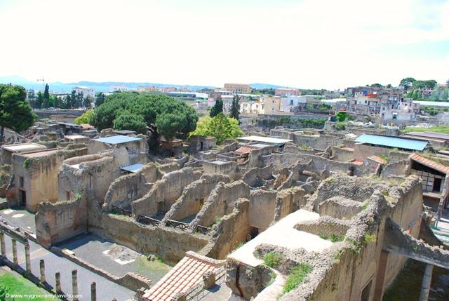herculenaum ruins