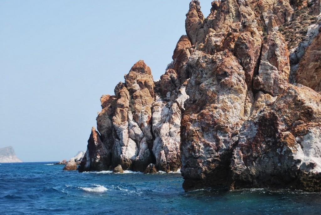 Sailing in Milos. (2)