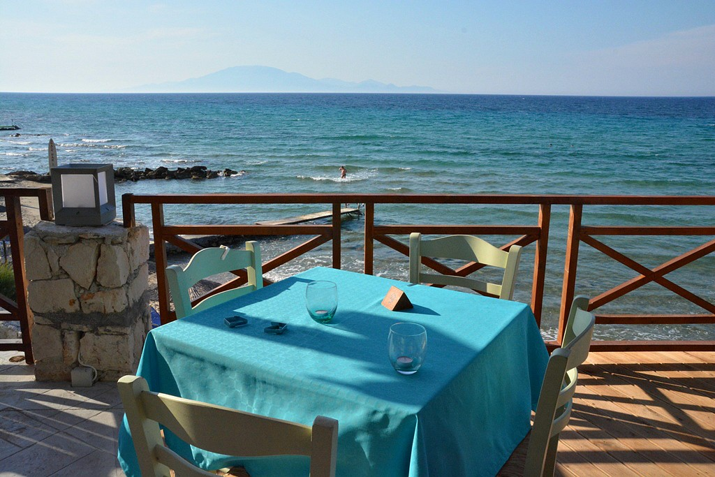 what a table setting in zakythos