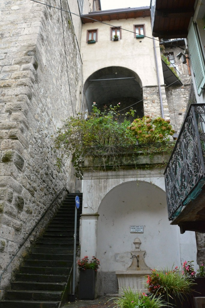 Great Bergamo day trips? A trip to Lovere and walking through lanes like this.