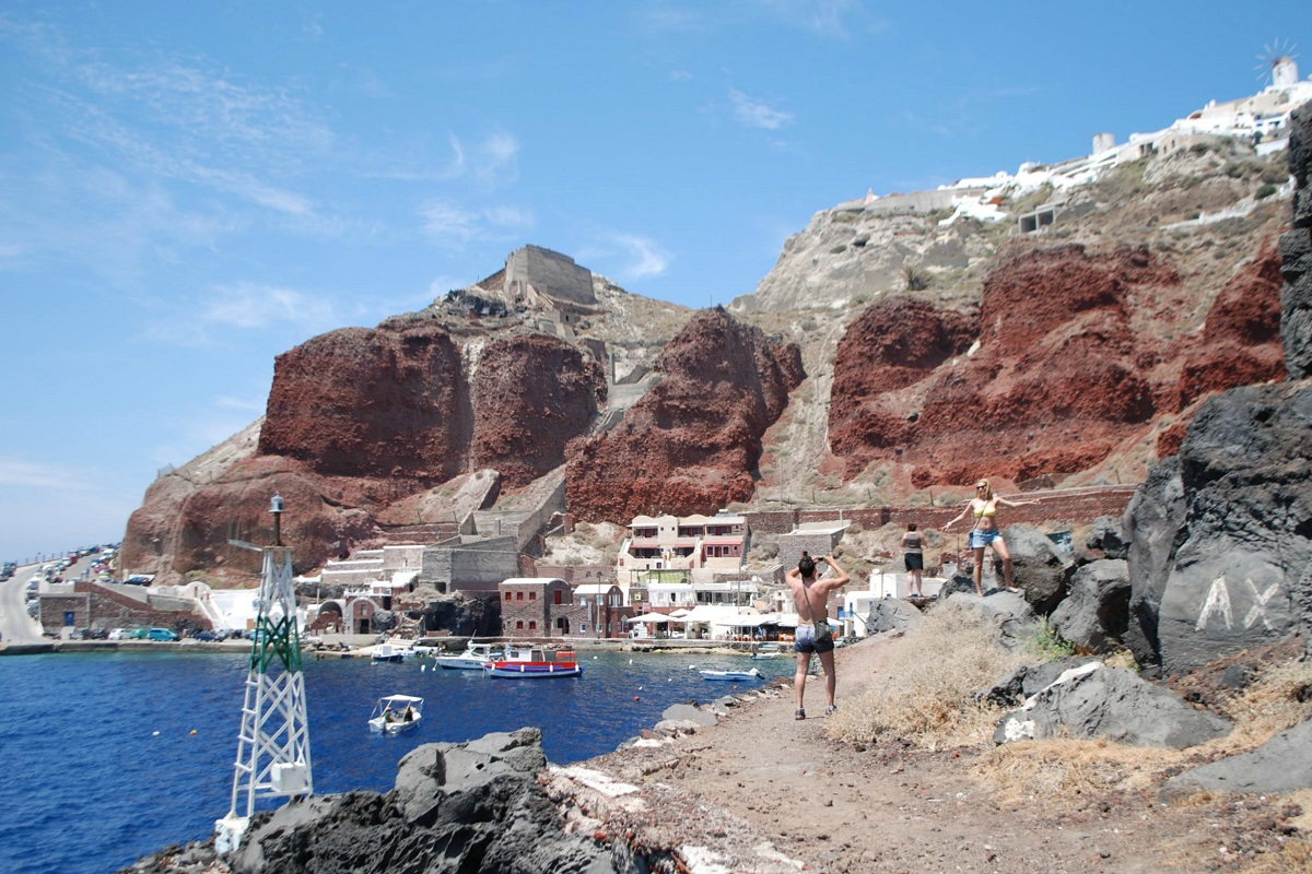 Ammoudi is the lower part of Oia.