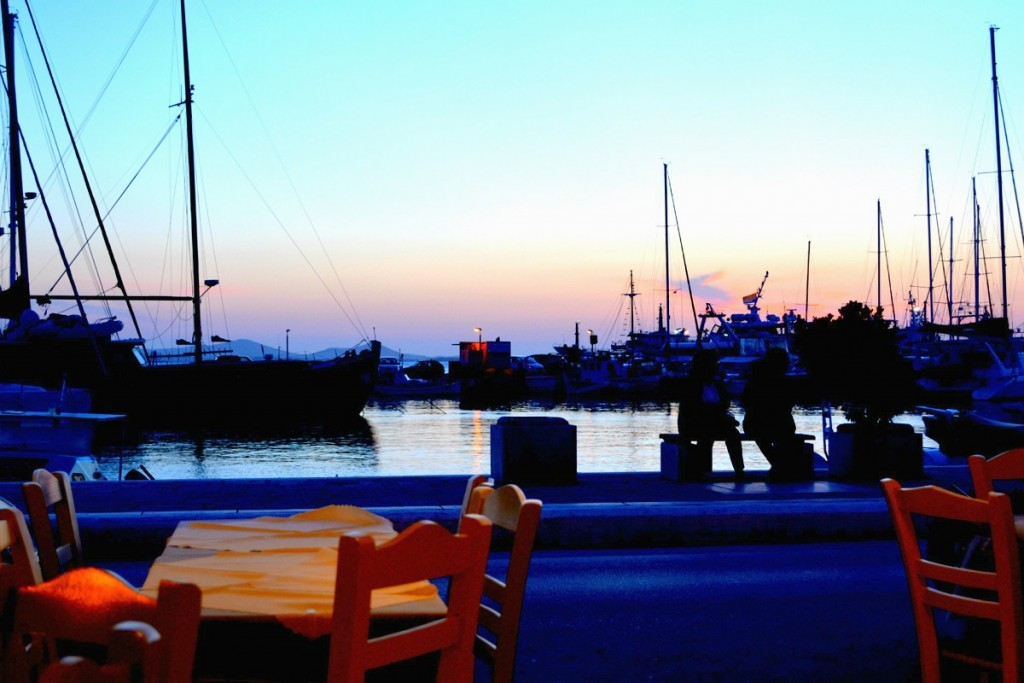 Outdoor dining view at Popi's Grill in Naxos.