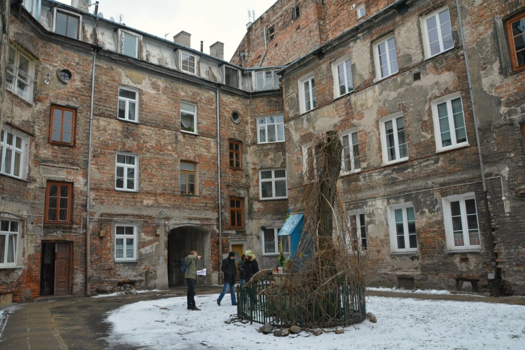 The Off -the-Beaten-Path Warsaw tour stops in this courtyard in Prague district, Warsaw.